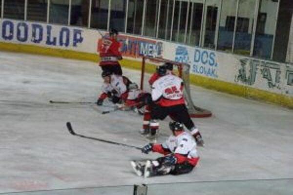 Koleda (v červenom)sa teší z gólu Zlochu a v predĺžení dal víťazný gól.