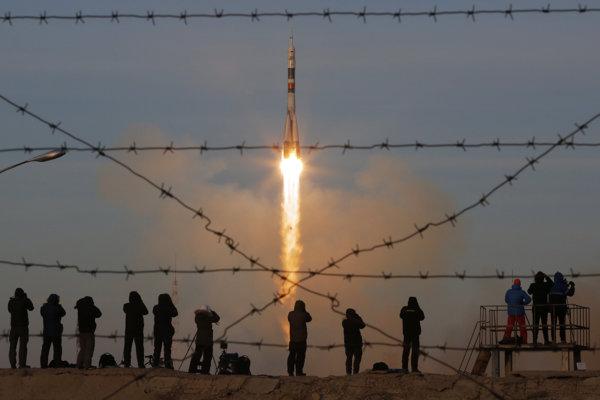 Na snímke štart ruskej rakety Sojuz MS-11 na kozmodróme v Bajkonure v Kazachstane 3. decembra 2018.