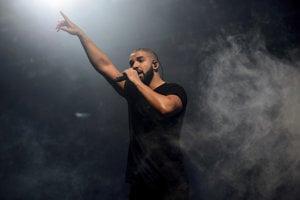 Raper Drake je už tretíkrát najpočúvanejším interpretom na Spotify.