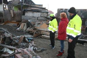 Starostka Hrabušíc s hliadkou MOPS na spálenisku