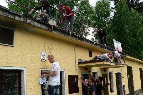 Mladí matičiari a dobrovoľníci v akcii.