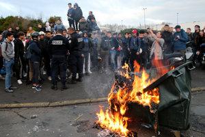 Francúzske vedenie má po skúsenosti z minulej soboty veľké obavy, že protivládne demonštrácie túto sobotu opäť prerastú do násilností.