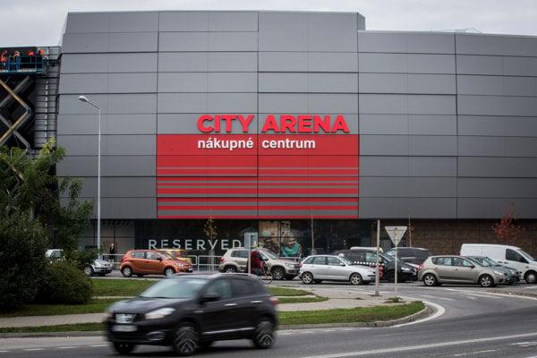 Nákupné centrum City Aréna už Vladimír Poór predal spolumajiteľovi J&T Real Estate Petrovi Korbačkovi, ktorý vlastní aj nákupné centrum Eurovea v Bratislave.