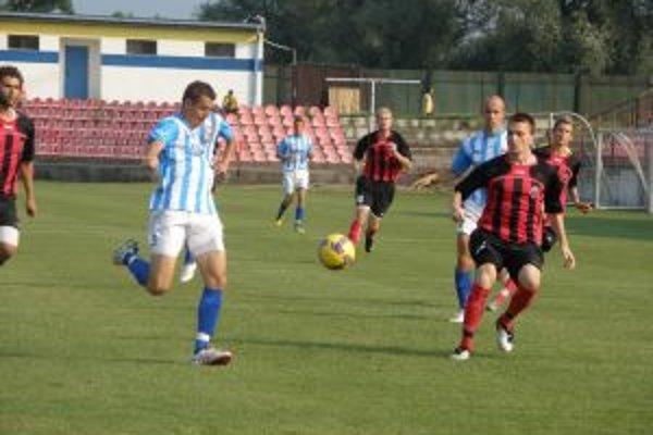 Púchov (v červenom) vstúpil do súťaže víťazne.