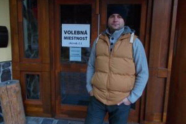 Miroslav Gerik momentálne pracuje v Bratislave, ale voliť prišiel do Demänovskej Doliny.