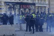 Protesty vyvrcholili veľkými demonštráciami.