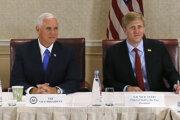 Americký viceprezident Mike Pence a Nick Ayers.