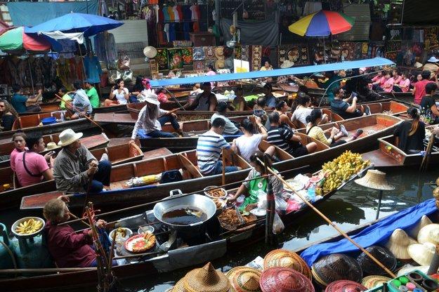 Hovorí sa o nich a naozaj existujú. Plávajúce trhy v Bangkoku.