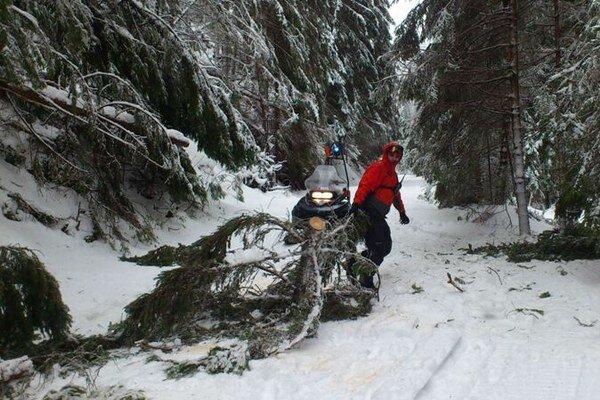 Stromy z turistického chodníka v Žiarskej doline odpratali.