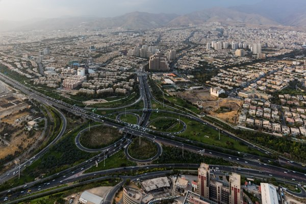 Niektoré časti iránskej metropoly Teherán sa každoročne prepadajú až o 25 centimetrov.