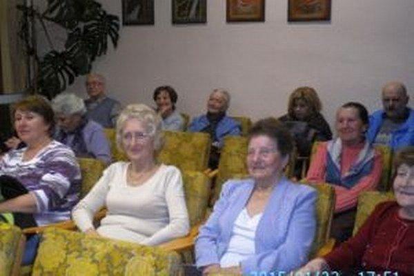 Členovia nového klubu na ustanovujúcej schôdzi.