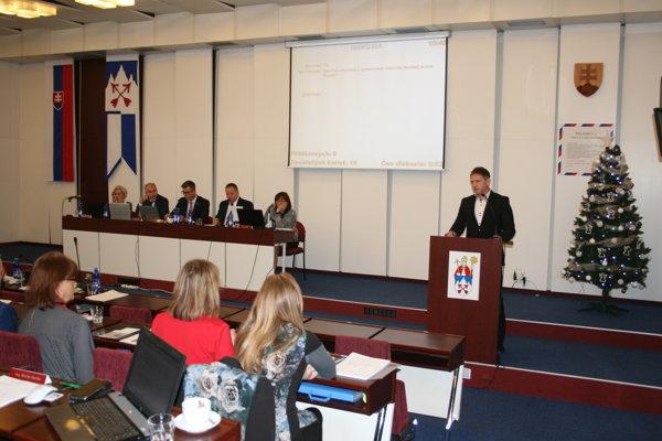 Marián Gardoš sa poslancom v krátkosti predstavil.