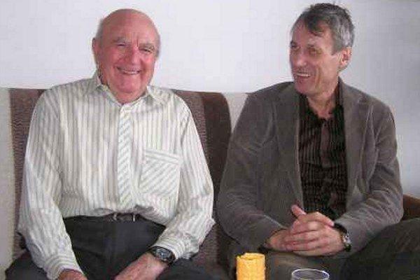 Riaditelia. Posledný riaditeľ Artúr Schwarcz  s Antonom Klepáčom, prvým riaditeľom závodu L. Mara.