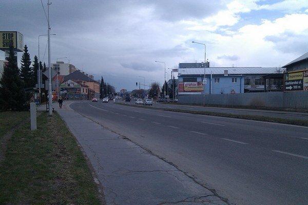 Svetelnú signalizáciu na križovatke na Rachmaninovom námestí by mali zosúladiť s tou na Bellovej ulici.