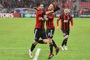 Hráči Spartaka Trnava oslavujú gól v sieti Fenerbahce.