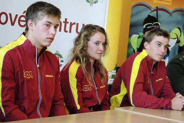 Juniorskí reprezentanti vo vodnom slalome Marko Gurecka, Paulína Matulániová aJakub Grigar.
