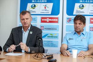 Člen vedenia Medzinárodnej biatlonovej únie (IBU) Ivor Lehoťan (vľavo) a prezident Slovenského zväzu biatlonu (SZB) Tomáš Fusko.
