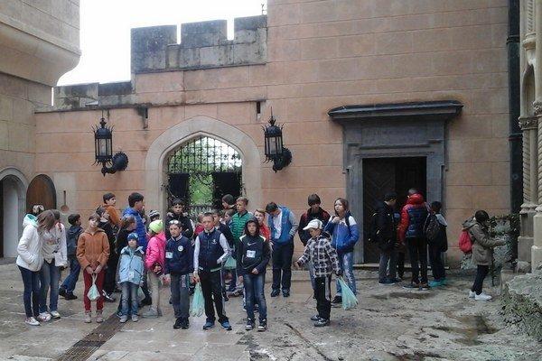 Okrem Liptova navštívili deti aj iné zaujímavé miesta na Slovensku, napríklad Bojnický zámok.