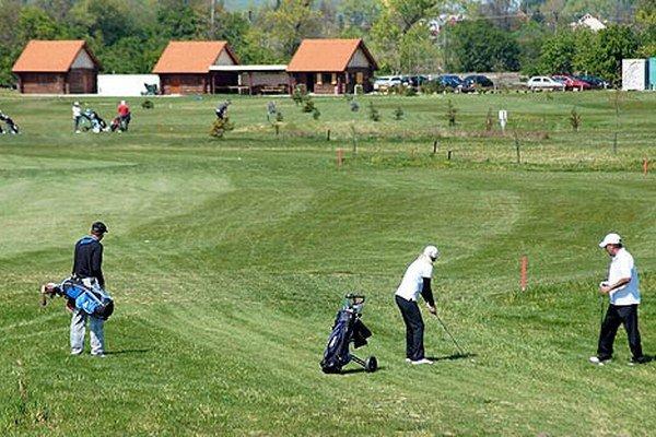 Územný plán v Dúbrave schválili tak, aby sa dali pozemky využiť na výstavbu golfového ihriska.