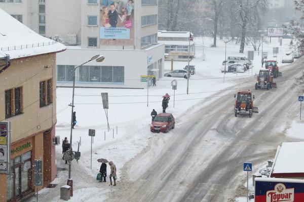 Zimná údržba v Leviciach.