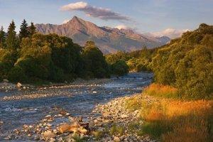 Kriváň a rieka Belá.