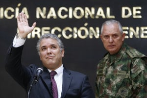 Kolumbijský prezident Iván Duque (vľavo).