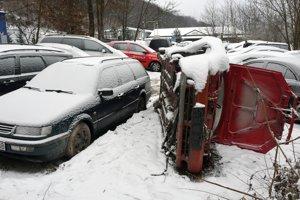 Obec pri hranici s Ukrajinou je plná áut.