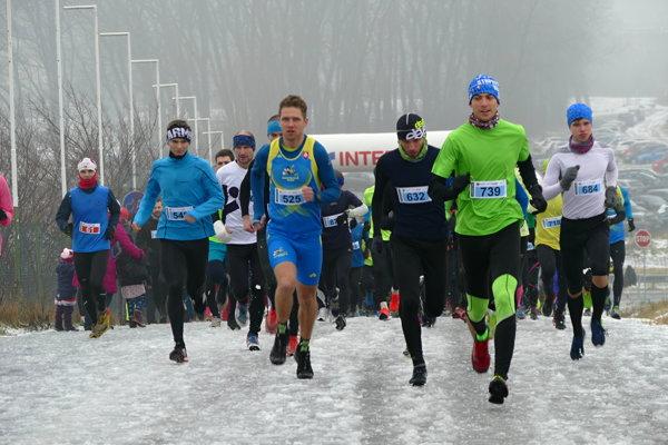 Andrej Paulen (v zelenom) triumfoval na strednej trati.