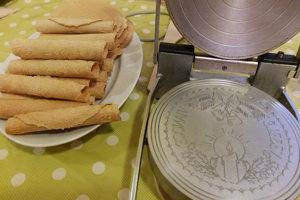 V Podhorí zvyknú pred Vianocami spoločne pekávať oblátky. V minulosti ich v železách vyrábal miestny učiteľ.