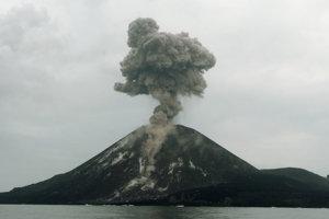 Anak Krakatau vyrastie každý rok o niekoľko metrov.