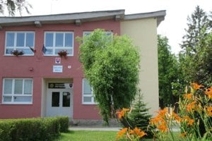 Škola v Petrovanoch.