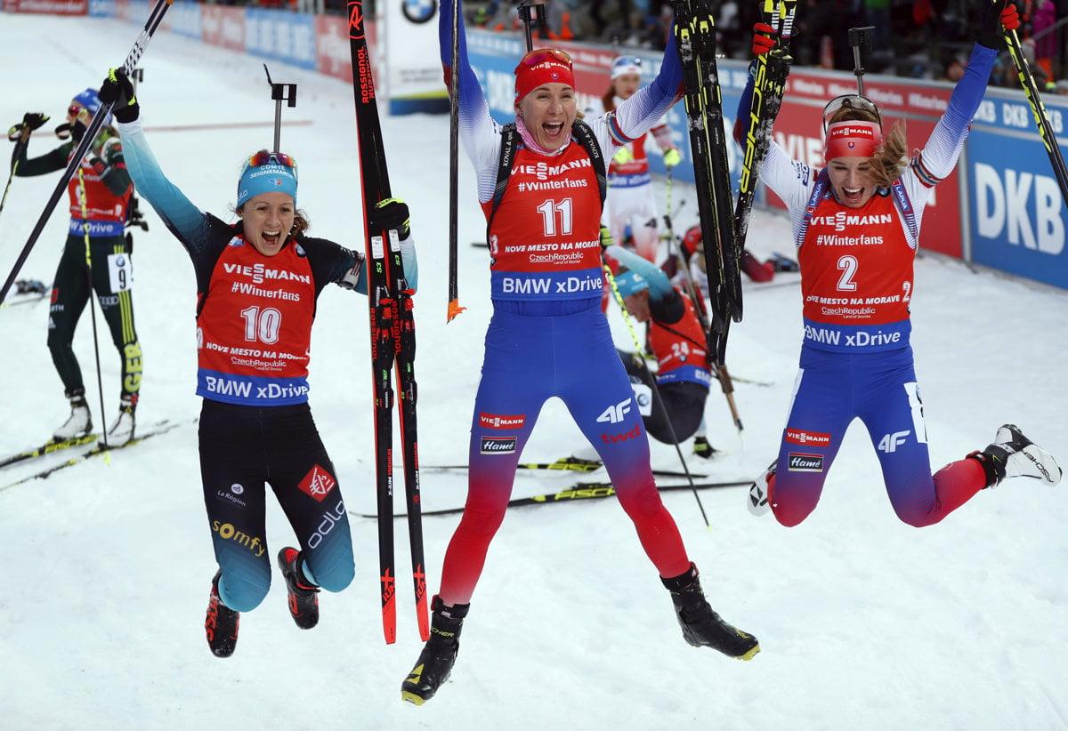 5dfb16a4f214 Anastasia Kuzminová (v strede) a Paulína Fialková (vpravo) mali v tejto  sezóne