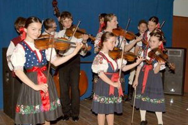 K úspechu tanečníkov pomohli aj hudobníci.