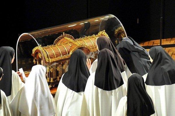 Francúzsku rehoľníčku vyhlásil v roku 1923 pápež Pius XI. za blahoslavenú a 17. 5. 1925 za svätú. Jej relikvie putujú po celom svete.