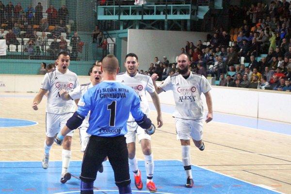 Chrenovčania dvakrát postúpili vďaka penaltám a vo finále zdolali obhajcu trofeje.