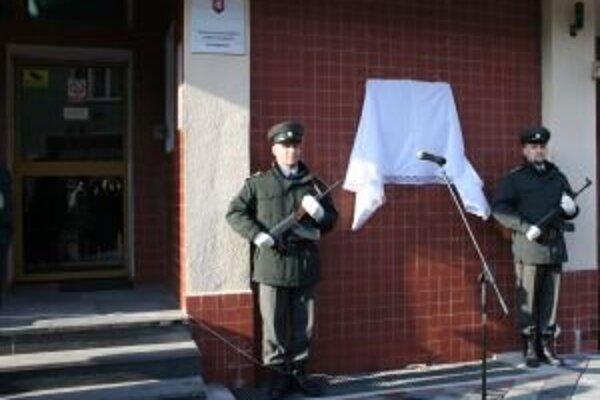 Na budove ružomberskej väznice odhalili pamätnú tabuľu politickým väzňom, ktorých tam nespravodlivo držali.