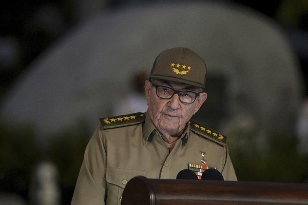 Vo funkcii prvého tajomníka Ústredného výboru Komunistickej strany Kuby a šéfa politbyra bude naďalej brat Fidela Castra Raúl.