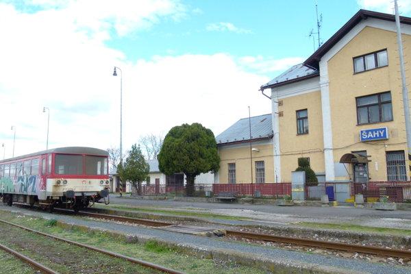 Železničná stanica v Šahách.