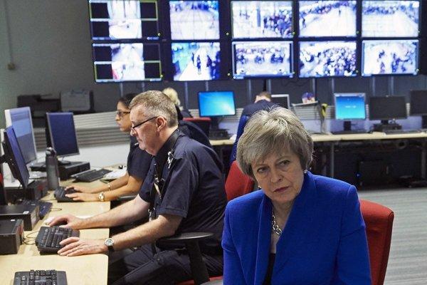 Vláda Theresy Mayovej podľa agentúry Bloomberg s brexitom bez dohody iba blafuje.