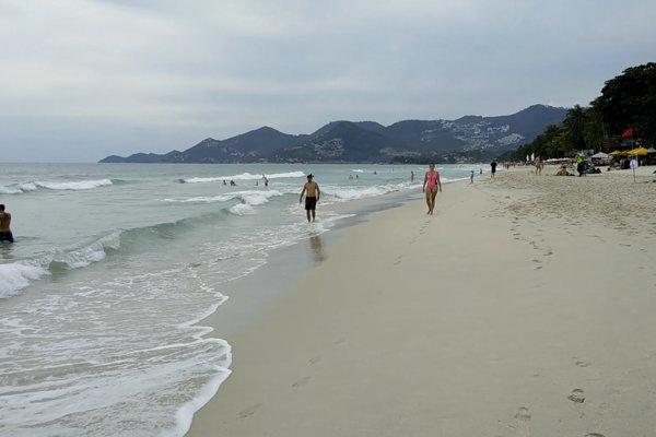 V Thajskom zálive už od rána prší a meteorológovia varujú pred prívalovými zrážkami.