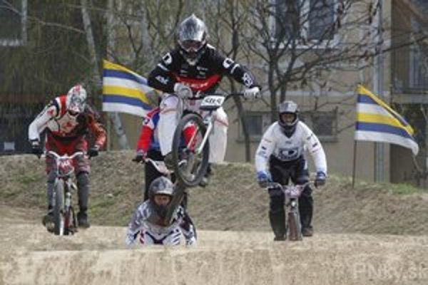 Ostré súboje slovenskej BMX špičky odštartovali na výborne upravenej dráhe.