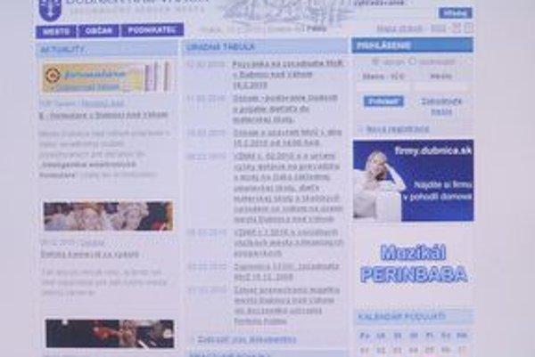 Webové stránky poskytujú aj informácie o rokovaniach poslancov.