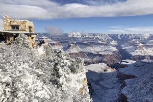Na viacerých miestach Arizony vrátane miest napadlo niekoľko centimetrov snehu.