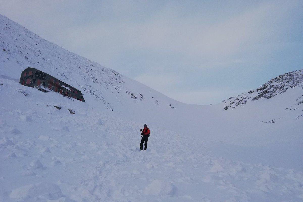 Chatu pod Rysmi zasiahla veľká lavína - spis.korzar.sme.sk 030c84d8ba7