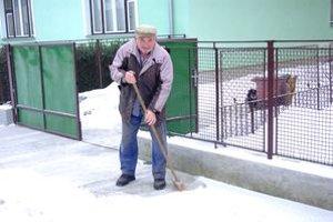 Majiteľa výhry sme prekvapili pri odhŕňaní snehu.