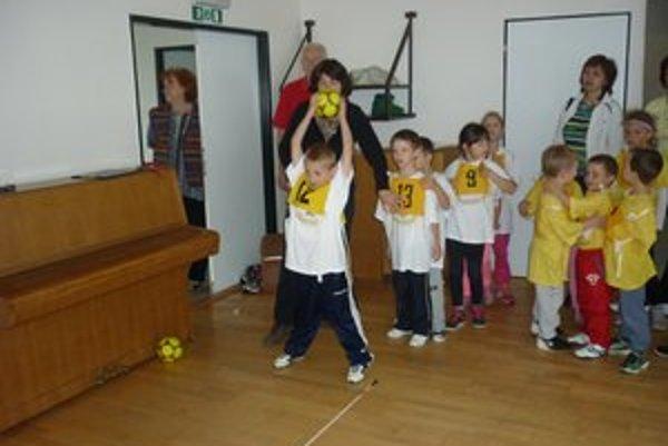 Súťaž sa uskutočnila v Centre voľného času. Predškoláci sa veľmi snažili.