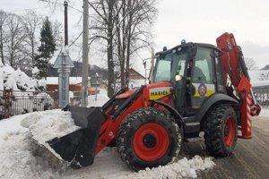 Práce na odpratávaní snehu v Ždiari.