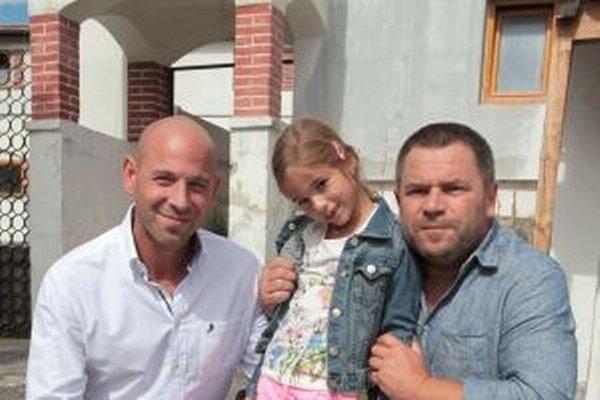 Pavol Tomčík (vpravo)s hereckými kolegami Petrom Mattesom a Karolínkou Kubánkovou.