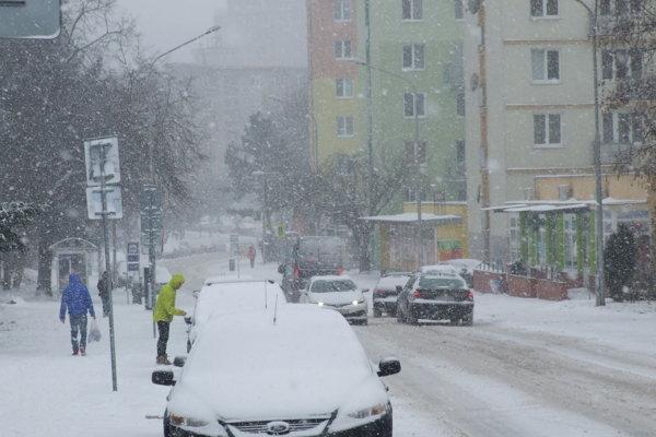 Zasnežená Párovská ulica.