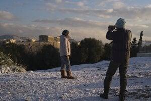 Turistom v Grécku sneh neprekáža.